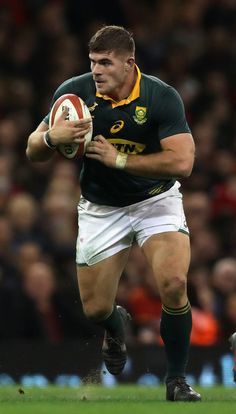 Malcolm Marx Photos - Malcolm Marx of South Africa runs with tbe ball during the rugby union international match between Wales and South Africa at the Principality Stadium on December 2017 in Cardiff, Wales. - Malcolm Marx Photos - 1 of 32 Springbok Rugby Players, Hot Rugby Players, Rugby Muscle, Rugby Kit, Super Rugby, Australian Football, Soccer Boys, Rugby League, Sport Man