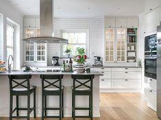 55 Coastal Home Interior Ideas To Copy Right Now - Interior Design Home Decor Kitchen, Country Kitchen, Kitchen Interior, New Kitchen, Home Kitchens, Kitchen Dining, Küchen Design, House Design, Green Interior Design
