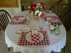 Italian dinner party- love the centerpiece Italian Party Decorations, Italian Centerpieces, French Themed Parties, Italian Theme, Italian Night, Dinner Places, Spaghetti Dinner, Italian Christmas, Dinner Themes