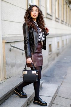 preppy outfit with platform loafers plateau loafers sacha shoes leather skirt and leather jacket chic city streetstyle modeblog outfit frühling spring 2016 samiez