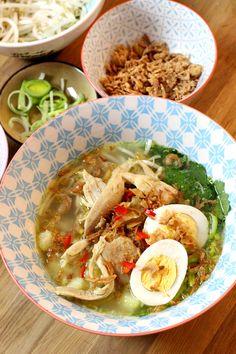Soto ajam recept - Beautylab.nl Spinach Recipes, Soup Recipes, Asian Recipes, Healthy Recipes, Ethnic Recipes, Healthy Diners, Good Food, Yummy Food, Caribbean Recipes