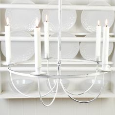 Mycket fin ljuskrona i antikbehandlad vit metall. Kronan är avsedd för 5 kronljus. Chandelier, Ceiling Lights, Candles, Lighting, Vit, Home Decor, Metal, Candelabra, Decoration Home