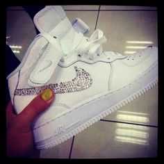 Cute sparkle nike shoes! I dont really like white sneakers but i would love to have these!!!
