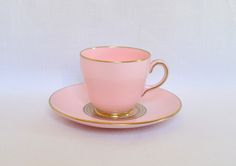 "Taza para Cafe con Plato, Porcelana Wedgwood ""Baby Pink and Gold"". England."