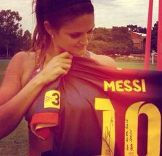 Lionel Messi Sends Leryn Franco Signed Jersey, Makes Stunning Paraguayan Olympian's Day (Photo) Leryn Franco, Michelle Jenneke, Part Time Model, Jessica Ennis, Fifa, Michael Phelps, Summer Olympics, World Famous, Lionel Messi