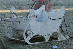 build your own santa sleigh outdoor decoration Christmas Yard Art, Christmas Yard Decorations, Rustic Christmas, Christmas Projects, Family Christmas, Winter Christmas, Christmas Lights, Christmas Displays, Christmas Ideas