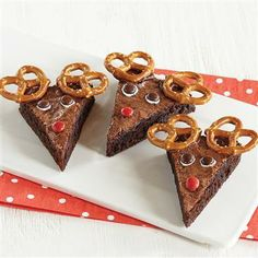 Brownie Reindeer - the perfect addition to your holiday cookie tray! Christmas Goodies, Christmas Desserts, Christmas Baking, Holiday Baking, Christmas Diy, Christmas Parties, Preschool Christmas, Xmas Food, Christmas Bells