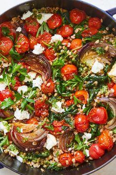 Farro Recipes, Veggie Recipes, Dinner Recipes, Cooking Recipes, Healthy Recipes, Cooked Spinach Recipes, Diabetic Recipes, Tomato Pesto, Homemade Pesto