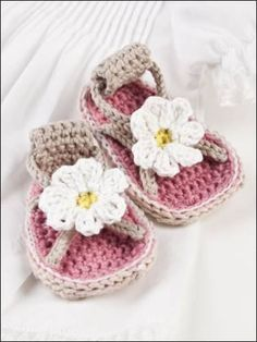 Crochet Child Booties Lovely Child Sneakers – Crochet Sample Crochet Baby Booties Supply : Beautiful Baby Shoes – Crochet Pattern… by debozark Crochet Baby Sandals, Crochet Shoes, Crochet Slippers, Crochet Crafts, Crochet Projects, Crochet Dolls, Crochet Daisy, Baby Slippers, Baby Kind