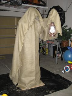 DIY Grim Reaper Prop. Love this. Going to have to try making it.