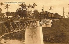 Tempo Doeloe #20 - Bandung, Arrival express-train, 1918 by tokek belanda (very busy), via Flickr