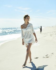 Linen beach poncho with V-neck and open back detail. One size. Color: natural white Slit sleeve opening on each side 100% linen, hand-loom woven Made in New Yor