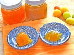 使う材料は生の梅と砂糖だけ! 2種類の梅ジャムのレシピ・作り方をご紹介します。 梅にはさまざまな栄養や効能があるので、夏バテ対策にもオススメです。青梅からは爽やかな緑色のジャム、完熟梅からはフルーティーなオレンジ色のジャムが作れます。それぞれ味わいが違うので、お好みの梅ジャムを仕込んでみてはいかがでしょうか?