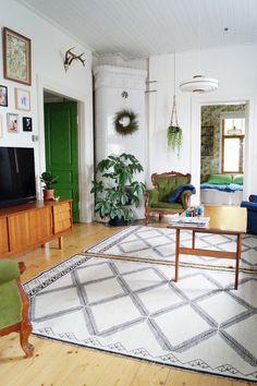 40 Ideas living room scandinavian green coffee tables for 2019 Room Carpet, Minimalist Living Room, Living Room Scandinavian, Living Room Inspiration, Living Room Carpet, Interior Design Living Room, Green Living Room Decor, Living Room Paint, Diy Living Room Decor