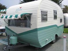 Little Vintage Camper Trailer Makeover - Wohnwagen Small Camper Trailers, Small Campers, Vintage Campers Trailers, Retro Campers, Vintage Motorhome, Classic Trailers, Retro Travel Trailers, Little Campers, Vintage Airstream