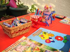 Play table for kids' party!