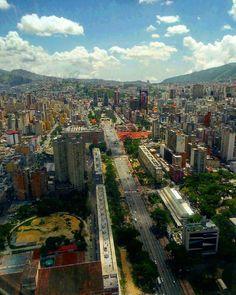 Feliz viernes! @Regrann from @emersonestanga - . #LaCuadraU #GaleriaLCU #instalovenezuela_pro #ccseasonal #ccs_entrecalles #calles #proceresdevenezuela  #ig_caracas #ig_worldclub #ig_caracas_  #landscape #ciudad_ve #city #ccs #ig_venezuelan_pro #ccs #caracas #caracaswalk #caracashermosa