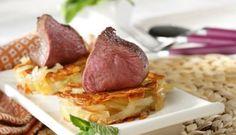 Solomillo de venado asado sobre roti de patata