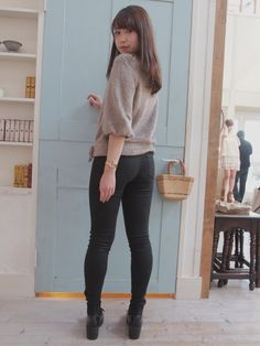 Fashion Poses, Girl Fashion, Womens Fashion, Slim Pants, Skinny Pants, Tops For Leggings, Leggings Are Not Pants, Superenge Jeans, Cute Asian Girls