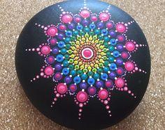 Bemalte Mandala-Steine