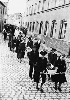 German residents are forced to bring the dead of nearby concentration camp Wöbbelin to a graveyard after its liberation. Ludwigslust, May, 1945. Everybody knew something TERRIBLE was Happening, but nobody cared and all were scared.  Read more: http://histomil.com/viewtopic.php?f=338&t=3918&start=3810#ixzz3R50UVzzP