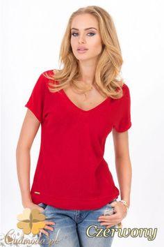 Elegancka bluzka z dużym dekoltem karo wyprodukowana przez Makadamia.  #cudmoda #moda #ubrania #odzież #t-shirt #bluzki #women