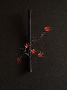 z- Maple Ikebana Ikebana Flower Arrangement, Ikebana Arrangements, Modern Flower Arrangements, Japanese Plants, Japanese Flowers, Exotic Flowers, Purple Flowers, Sogetsu Ikebana, Design Floral
