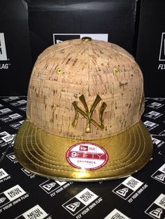43fd31b309a59 New York Yankees MLB Metal Badge Gold and Crown Cork Material with Gold  Visor New Era
