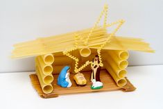 Hut made with pasta - Christmas chores made with .- Capanna fatta con la pasta – Lavoretti di Natale fatti con la pasta – Foto Galle… Hut made with pasta – Christmas crafts made with pasta – Foto Gallery PianetaMamma. Felt Christmas Ornaments, Christmas Nativity, Christmas Holidays, Christmas Crafts, Christmas Decorations, Paper Doily Crafts, Doilies Crafts, Diy For Kids, Crafts For Kids