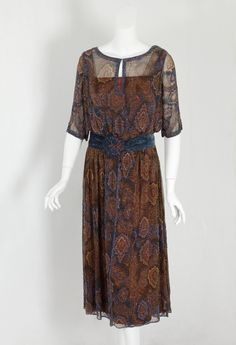 Beaded chiffon dress, early The semi-abstract floral design was printed with Persian-style motifs in rich muted hues accented with glass beads to mstunning effect. 20s Fashion, Art Deco Fashion, Fashion History, Vintage Fashion, Vintage Outfits, 1920s Outfits, Vintage Dresses, 20s Dresses, 1920 Style