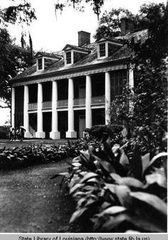 Shadows on the Teche plantation home near New Iberia Louisiana circa 1970s :: State Library of Louisiana Historic Photograph Collection