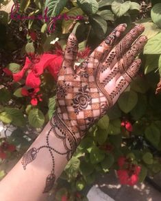 Explore latest Mehndi Designs images in 2019 on Happy Shappy. Mehendi design is also known as the heena design or henna patterns worldwide. We are here with the best mehndi designs images from worldwide. Rose Mehndi Designs, Indian Mehndi Designs, Stylish Mehndi Designs, Mehndi Designs For Beginners, Wedding Mehndi Designs, Beautiful Henna Designs, Latest Mehndi Designs, Mehndi Desighn, Mehndi Design Pictures