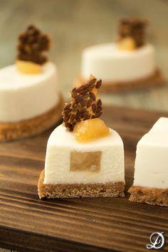 Mousse de Gorgonzola con interior de Pera y base de Pan de Especias | Disfrutando de la comida
