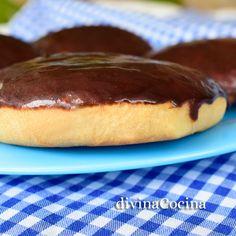 Esta receta de Bambas de crema y chocolate la hemos tomado prestada del blog La Cocinika de Ana, que nos encanta.