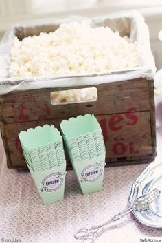 I love this idea. maybe cause I love popcorn so much! I love this idea. maybe cause I love popcorn so much! Wedding Favors, Diy Wedding, Wedding Decorations, Wedding Snacks, Popcorn Bar, Grad Parties, Coffee Break, Party Planning, Party Time