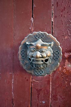 chrisinbrussels:    A red door,  Hutong, Beijing, China.