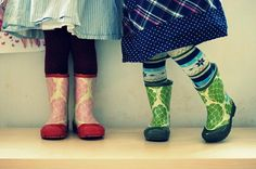 i've always wanted a pair of green rainboots. except i am about 5 times bigger than the wearer of this pair....not sure that the boots would be as adorbs on me...