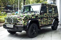 Mercedes-Benz třídy G zaparkovaný v Singapuru s ikonickým maskovacím potiskem.