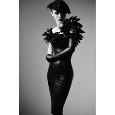 "Latexkleid ""Crow"" by #IsabeauOuvert  #latex #rubber #couture #gntm #classy #retro #fetish #fetishfashion #gloves #handschuhe #federn"