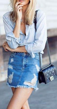 There really is a double denim look that is appropriate for every season. Chanel Street Style, Look Street Style, Street Styles, Denim Skirt Outfits, Casual Outfits, Casual Wear, Casual Dresses, Denim Fashion, Look Fashion