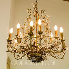 Esta lámpara es una muestra de sofisticación, elegancia y actualidad, es el toque perfecto para un espacio amplio y lleno de estilo. #Conceptual www.conceptual.com.co Imagen vía @CuacDigital