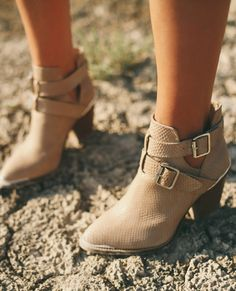 Western booties..  i want