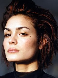 Bold brows are seem great with only a small amount of neutral gloss. If you prefer, you can blend a few shades to have a bolder look. See this gallery to get inspired wit natural bold brows. Pretty People, Beautiful People, Shannyn Sossamon, Pixie Crop, Skin Moles, Bold Brows, Grunge Hair, Hair Inspiration, Character Inspiration