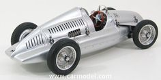 CMC - AUTO UNION - TYPE D 1938 Skala:: 1/18Code: M027Farbe: SILVERMaterial: Die-Cast