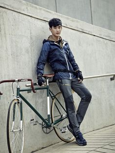 awesome Actor Kim Soo Hyun's Bean Pole Outdoor pictorial released Asian Actors, Korean Actors, Hyun Kim, My Love From Another Star, Cute Alien, Poster Boys, Hallyu Star, Chuck Bass, Lee Joon