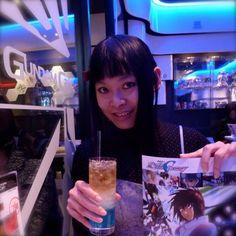 キラ·ヤマトカクテルはおいしいです!ガンダムカフェに雰囲気は本当に素敵なです。私はガンダムSEEDが好きです!  The delicious cocktail Kira Yamato! The atmosphere is really nice at Gundam café: right now the theme is Gundam Seed, I love this series! - from #rosalys at www.rosalys.net