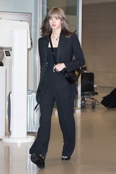 Korean Airport Fashion, Korean Fashion, Blackpink Fashion, Kpop Fashion Outfits, Mode Kpop, Looks Chic, Blackpink Lisa, Airport Style, Cute Casual Outfits