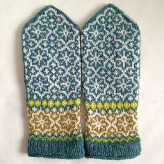Ravelry: emteedee's Snowstorm #2 Mittens Pattern, Knit Mittens, Knitted Gloves, Knitting Socks, Double Knitting Patterns, Fair Isle Knitting Patterns, Norwegian Knitting, How To Purl Knit, Knitting Accessories