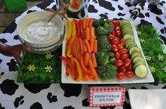 Farm Themed Birthday Party Food: All the best ideas for the food at your farm themed birthday party, from rice krispie hay bales to tractor wheel oreos! Cow Birthday, Farm Animal Birthday, Cowboy Birthday Party, 3rd Birthday Parties, Tractor Birthday, Cowboy Party, Birthday Ideas, Pirate Party, Farm Animal Party