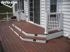 Find multi level decks design ideas to help you design and planning your custom multi level deck & beautify your backyard with this complete guide. Patio Steps, Back Patio, Backyard Patio, Front Deck, Patio Decks, Cozy Patio, Ground Level Deck, Tiered Deck, Open Stairs
